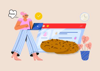 Mulher segurando laptop com cookies ao lado